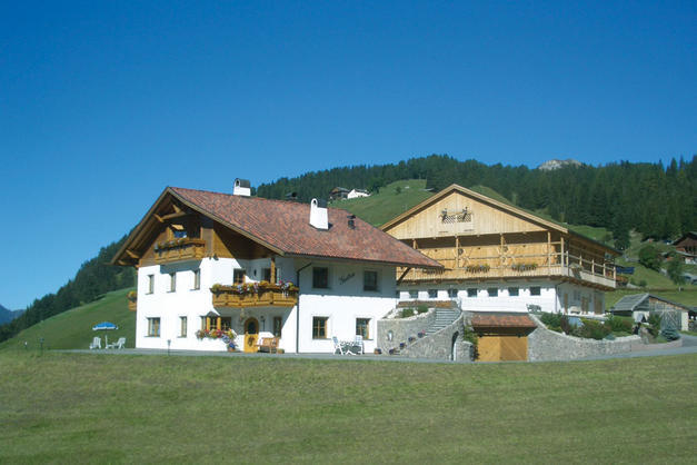 Gutonhof wolkenstein agriturismo in alto adige dolomiten for Selva di val gardena appartamenti