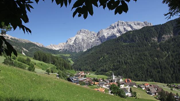 Agriturismo a La Val - appartamenti e camere in Alto Adige - Gallo Rosso
